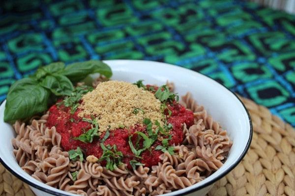 Fusilli Mamali mit Walnuss-Cashewparmesan