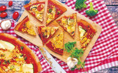 Vegane Pizza aus Dinkel-Vollkornmehl mit Mandelkäse